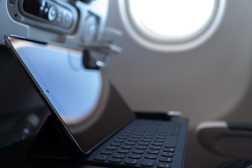 飛行機の中でもスマートに作業が出来る
